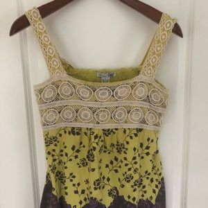 Tops - Sleeveless laced top